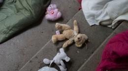 «Тяжело быть матерью»: 20-летняя девушка бросила двоих детей вПетербурге