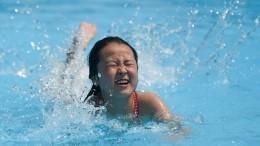 Видео: Чудовищная волна вкитайском аквапарке накрыла отдыхающих
