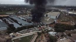 Видео: Мебельная фабрика горит вподмосковном Одинцово