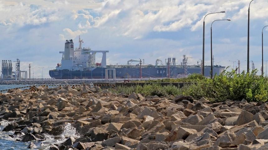 Иран задержал танкер вПерсидском заливе сконтрабандным топливом
