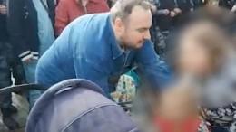 «Отец» сколяской нанезаконном митинге вМоскве оказался охранником Навального