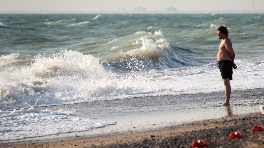 Курорт или «школа выживания»? Шторм вАнапе, тысячи медуз вАзовском море— видео