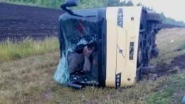Автобус перевернулся под Саратовом, есть пострадавшие— фото