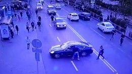 Камера наблюдения сняла массовую драку сострельбой наюге Москвы— видео