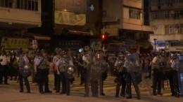 Видео: полиция использовала газ для разгона демонстрантов вГонконге