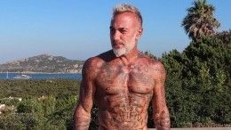Видео: «танцующий миллионер» отшлепал моделей вновом челлендже