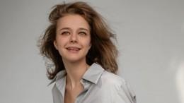 Звезда клипа группы «Ленинград» Любовь Константинова вышла замуж