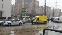 ВПетербурге после ДТП автомобиль сбил трех человек натротуаре