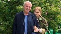 Дарья Донцова спокойно отпускает мужа наморе сподругой