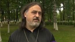 «Далеки отцеркви»: Отец Фотий ответил наобвинения вагрессивном крещении малыша