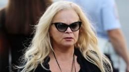 Похудевшая Лариса Долина носит вСША мини-шорты
