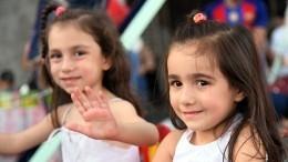 Видео: Волонтеры помогают сирийским детям вновь научиться радоваться