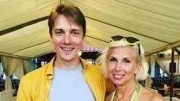 «Классная свекровь!»: Сын Алены Свиридовой познакомил мать сосвоей невестой