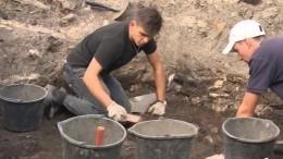 День археолога: ученые Петербурга традиционно встречают праздник нараскопках