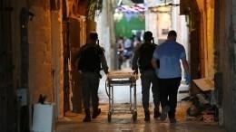 ВИерусалиме двое подростков напали сножом наполицейского— видео, фото