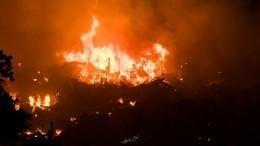 Крупный пожар уничтожил дома около 50 тысяч человек встолице Бангладеша
