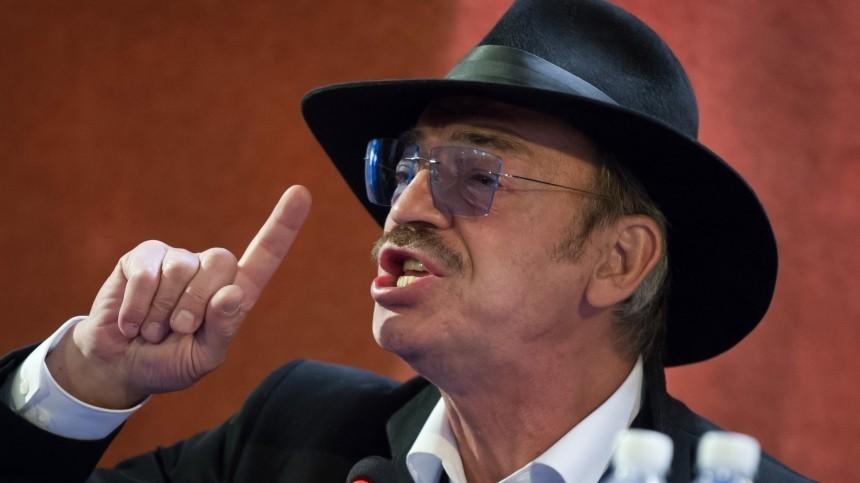 «Идиотизм!» Боярский раскритиковал идею штрафовать россиян закурение наработе