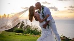 Главный «качок» Голливуда Дуэйн «Скала» Джонсон тайно женился наГавайях— фото