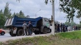 Автобус столкнулся сКАМАЗом вЛенобласти— фото