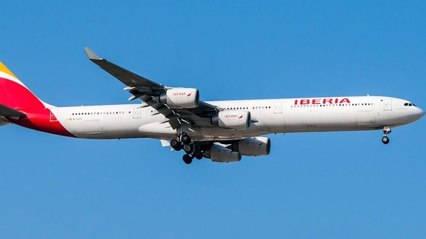 Десятки пассажиров рейса «Маврикий-Мадрид» получили травмы из-за турбулентности