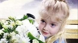 Принцесса тюльпанов: Лиза Галкина появилась вплатье сцветочным принтом