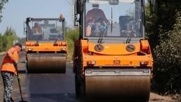 Авария натрассе вКузбассе: Toyotа врезалась вдорожный каток— трое погибших