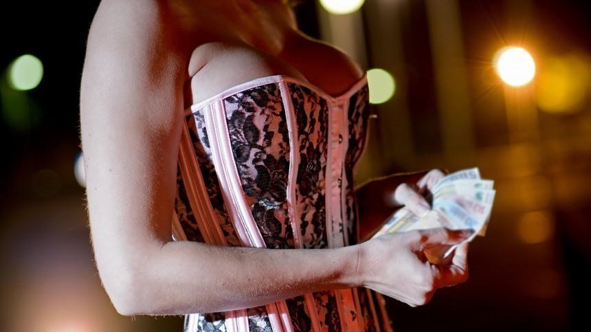 Двое мужчин ограбили проститутку на85 тысяч рублей