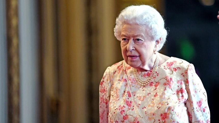 Елизавета II вопреки традиции посетила церковь без супруга принца Филиппа