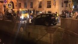 Эксклюзивное видео падения пешехода вреку Мойку вовремя ДТП вПетербурге