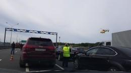Детей после ДТП наКольцевой автодороге вПетербурге госпитализировали навертолетах