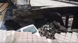 Мост спешеходами рухнул вТурции— видео