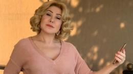 65-летняя Любовь Успенская загорает топлес— фото