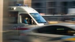 Камера видеонаблюдения сняла ДТП, вкотором Lada сбила натротуаре женщину сколяской