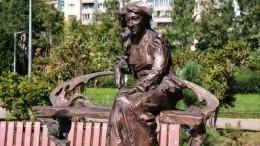 «Все сбудется, стоит только расхотеть»: ВПетербурге открыли памятник Раневской