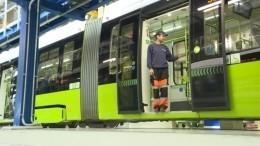 Видео: Движение новых трамваев «Чижик» запущено вПетербурге