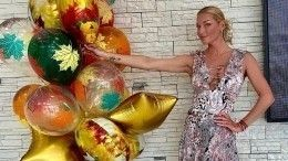 Волочкова ворвалась наурок дочери вплатье сглубоким декольте