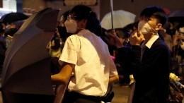 Школьники присоединились кпротестам вГонконге
