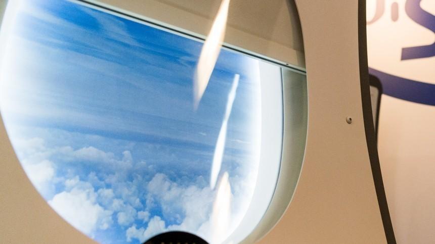 Всамолете, вылетавшем изСамары наКипр, треснуло стекло