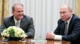 Путин иМедведчук обсудили наВЭФ-2019 вопрос обмена заключенными