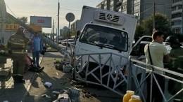 Видео: Вылетевший натротуар грузовик покалечил пять человек вКазани