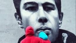 Hoodgraff отреставрировали граффити спортретом Сергея Бодрова