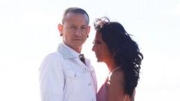 Вдова Честера Беннингтона собралась замуж запожарного