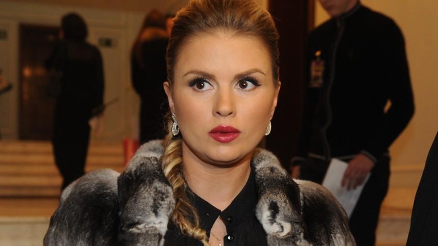«Продали меня»: Анна Семенович согласилась поужинать смиллионером заденьги