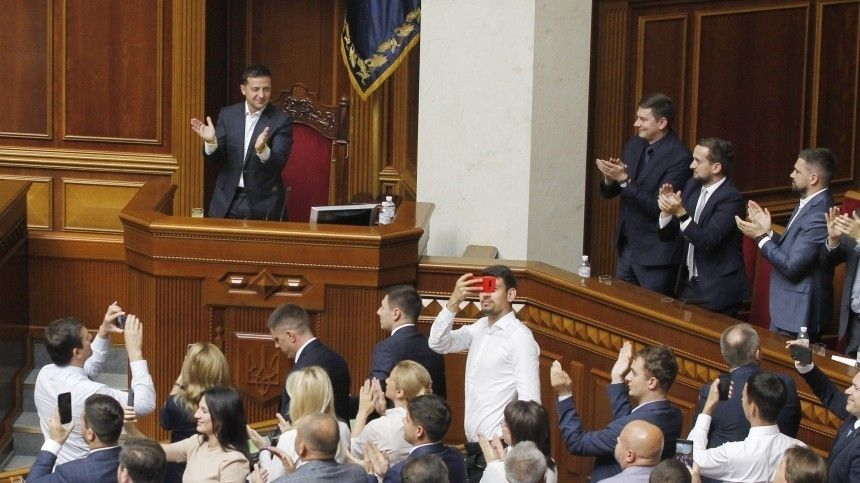 Владимир Зеленский подписал закон оботмене депутатской неприкосновенности