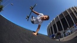 Видео: 10-летний российский скейтер без ног покорил американскую звезду