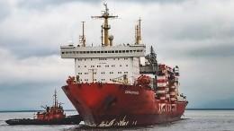 Первый атомный контейнеровоз пришвартовался вСанкт-Петербурге