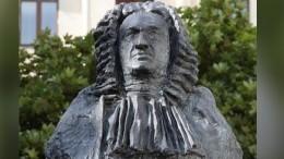 Иоганн Себастьян Бах увековечен наНевском проспекте вПетербурге