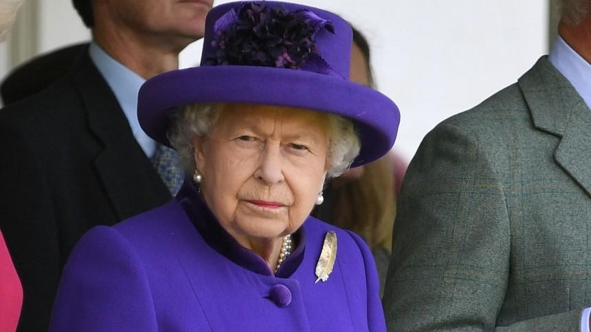 Елизавета II осталась без личного бара из-за пьянства лакеев