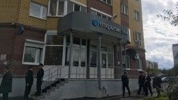 ВТюмени мужчина вмаске, угрожая оружием, ограбил банк