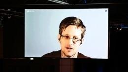 ФСБ пыталась завербовать Сноудена сразу после прилета вРоссию в2013 году— адвокат